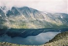Jezero Bessvater z vyhlídkového hřebene nad jezere