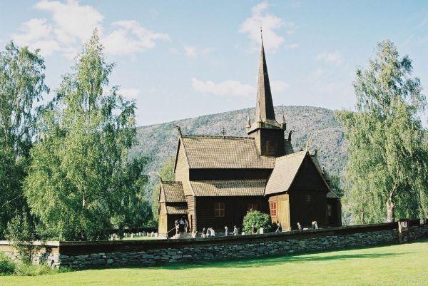 Dřevěný kostelík v Lomu
