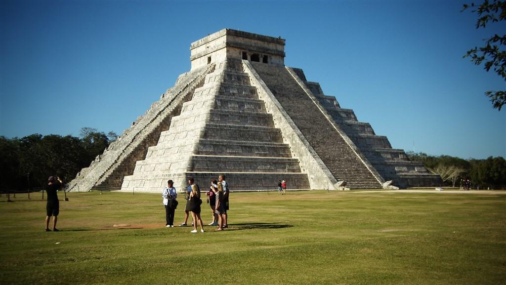 Mexiko - Chichén Itzá - Kukulkánova pyramida