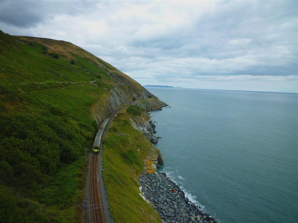 Unikátní železnice na hraně útesů Bray Head