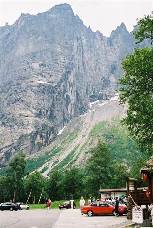 Trolltindam, nejvyšší kolmá stěna v Evropě