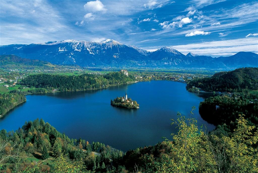 Jezero Bled v Julských Alpách