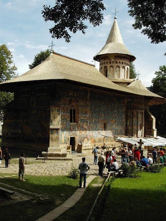 Rumunsko, klášter Voronet západní a jižní strana