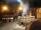 Ukrajina - Příjemné posezení v kolibě. Uprostřed příjemně vonící a vynikající šašlik.