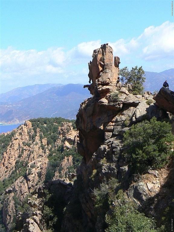 Korsika - Calanche bizarní skály nad mořem