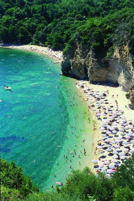Pláže v okoli Budvy