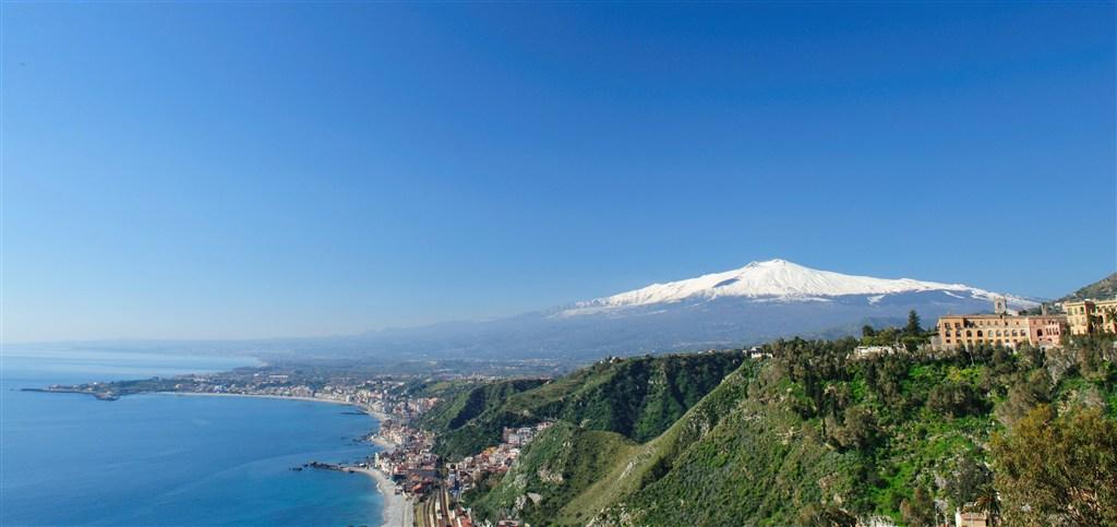 Itálie - Sicílie - pohled z Táormina na Etnu