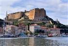 Bonifacio - přístav na Korsice