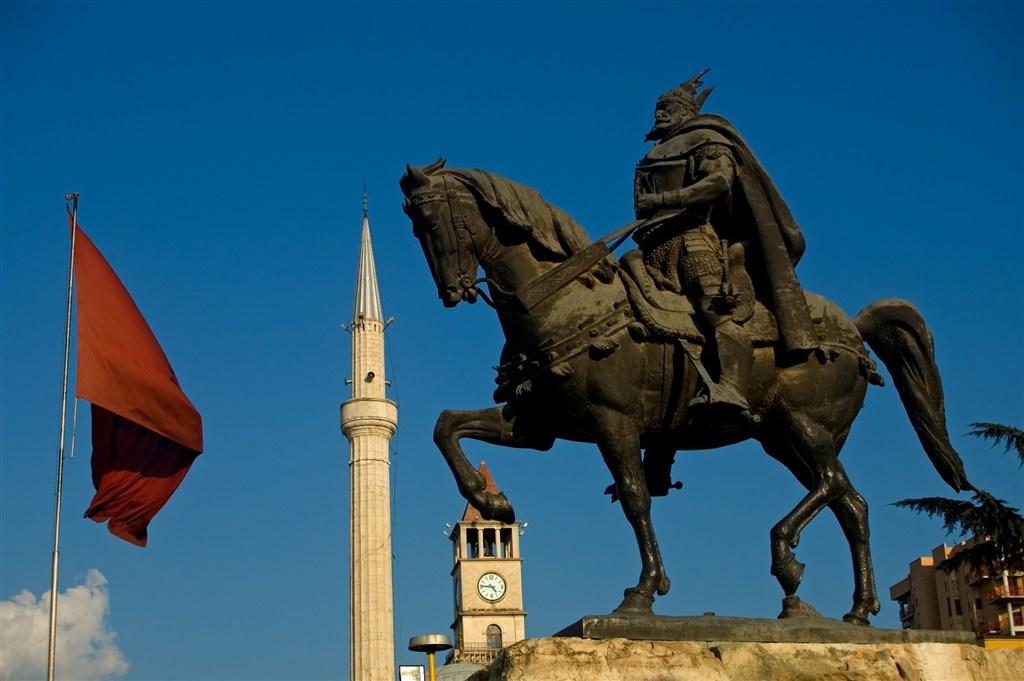Albánie - Tirana - Pomník Skanderbega