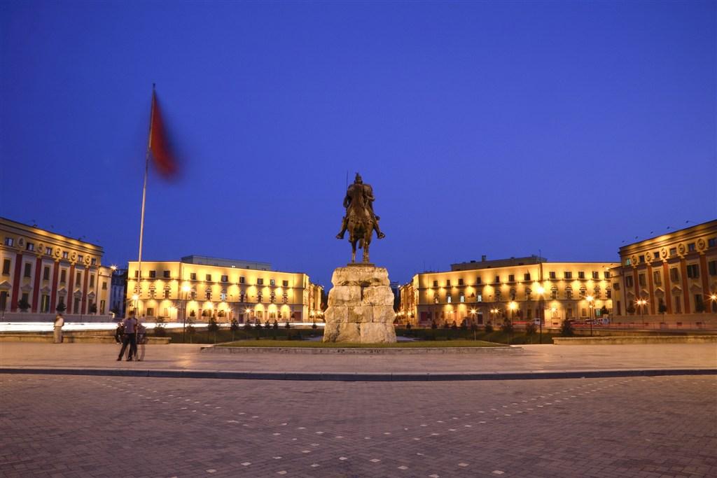 Albánie - Tirana - náměstí Skanderbega