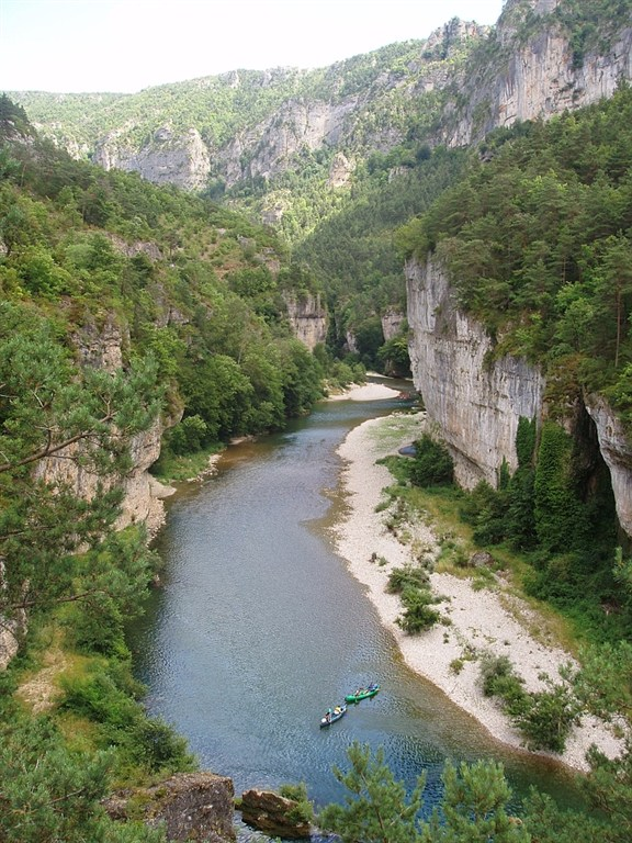 Jižní Francie - na lodičkách z půjčovny příjemný pohodový sjezd rěky Tarn s možností báječného koupání cestou.