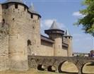 Francie - střeověký hrad Carcassone.