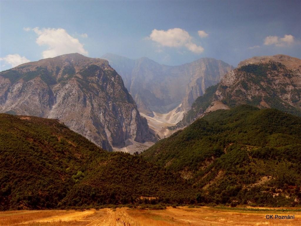 Albánské hory okolo Gjirokastru