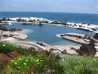 Madeira - Porto Moniz, hlavní polopřírodní bazén je doplněn postranním bludištěm přírodoních bazénků, kterými se dá proplouvat.