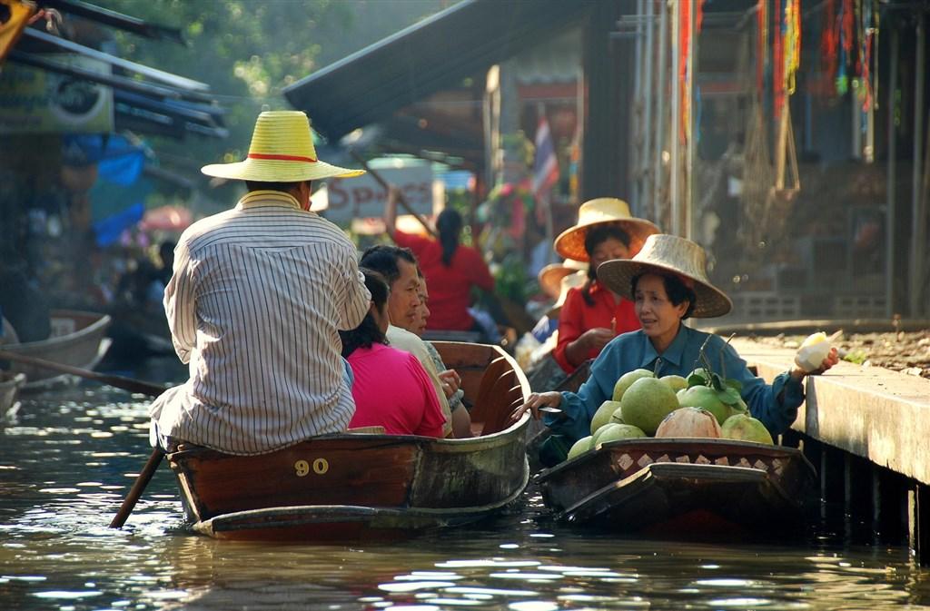 Thajsko - Damneon Saduak - Plovoucí trh