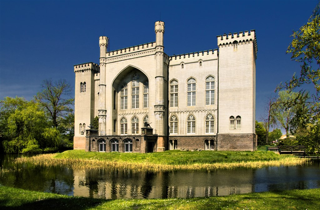 Novogotická zámek - KÓRNIK - Polsko