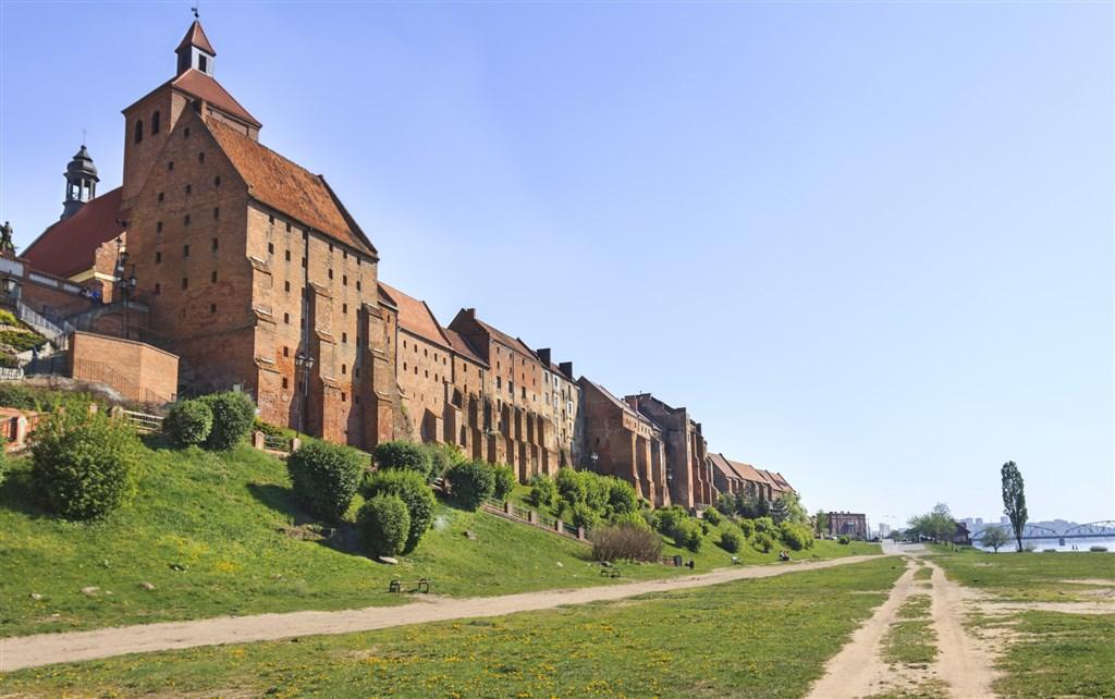 Středověké město Grudziadz na řece Vistule