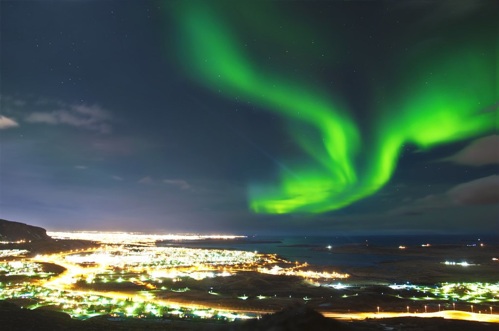 Polární záře nad Reykjavikem - Island