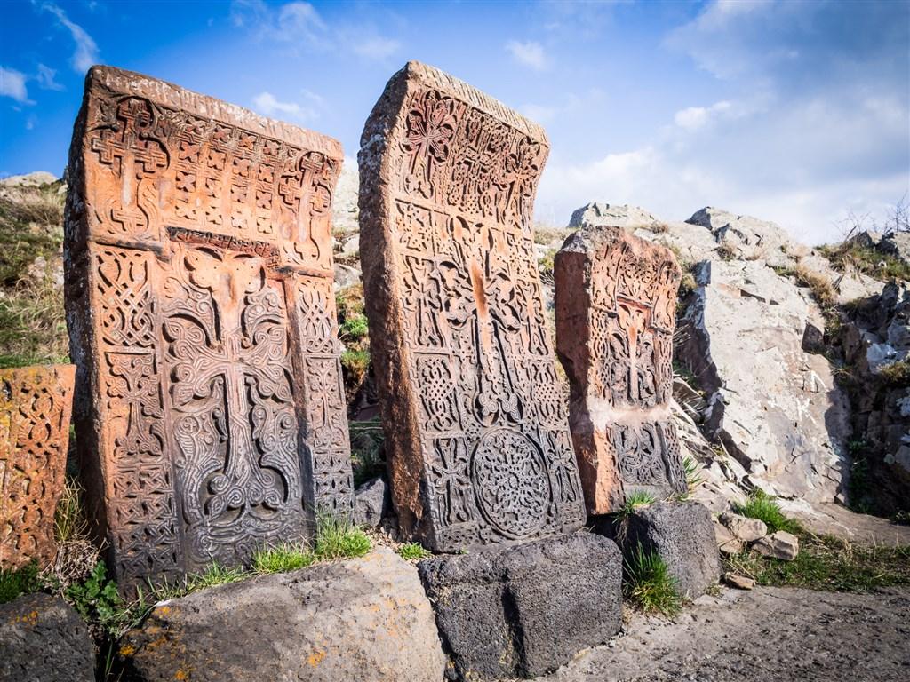 kameny Khachakars - Sevanavank