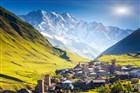 Svanetie v pozadí s Kavkazem - Gruzie