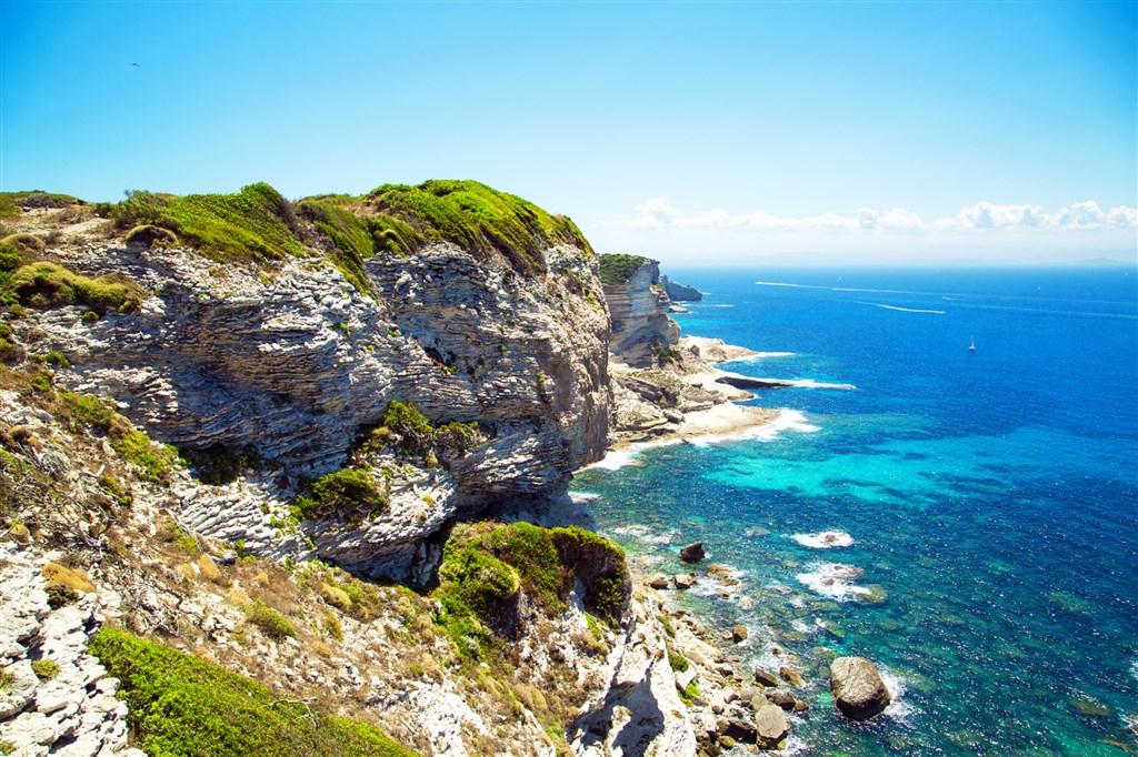 útesy u Bonifacia - ostrov Korsika