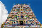 Barevné fasády hinduistického chrámu ve městě Victoria - Seychely